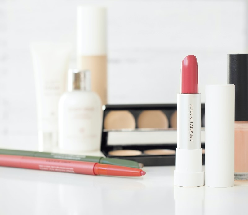Groomed: Neutral Pink Lipstick