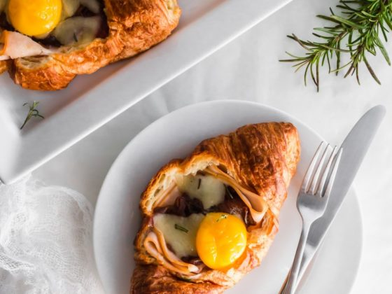 croissants déjeuner au dindon et aux oeufs