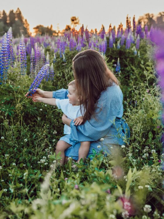 Instagram: Mother and child in field of flowers